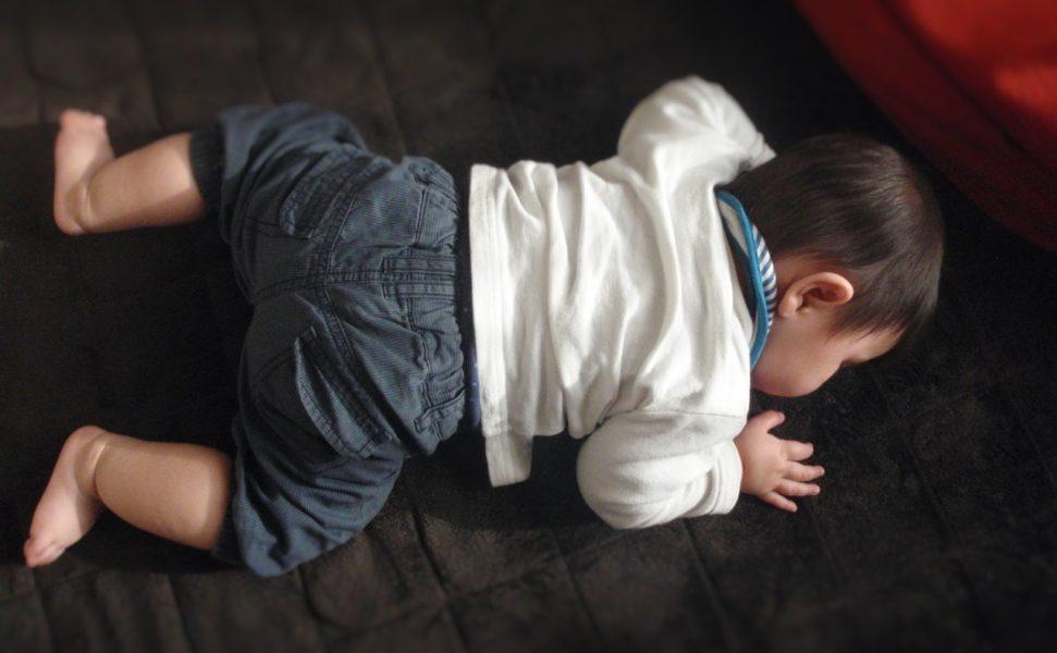 赤ちゃんのぷにぷにほっぺ