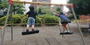 公園によくある座板シートブランコ