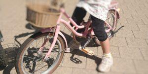 子供が自転車練習をしているところ