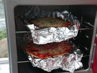 キャンプにピザ窯でピザ作り