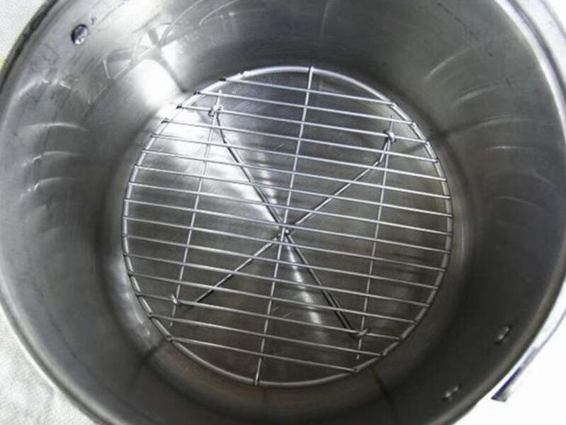 ピザ窯の代用ダッチオーブン底上げネット