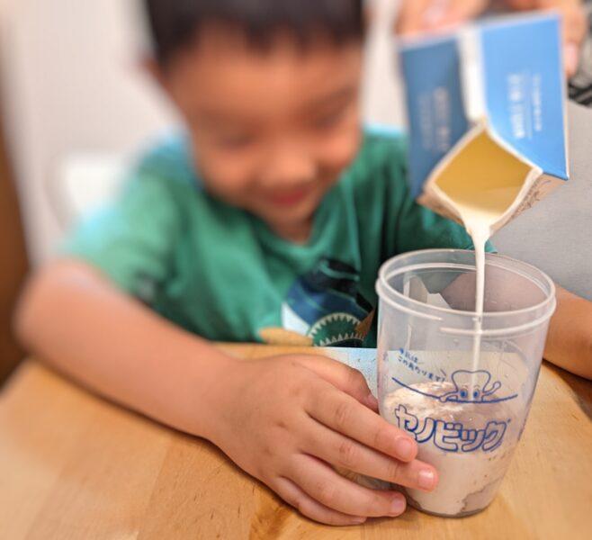 セノビックの効果で牛乳を飲む次男