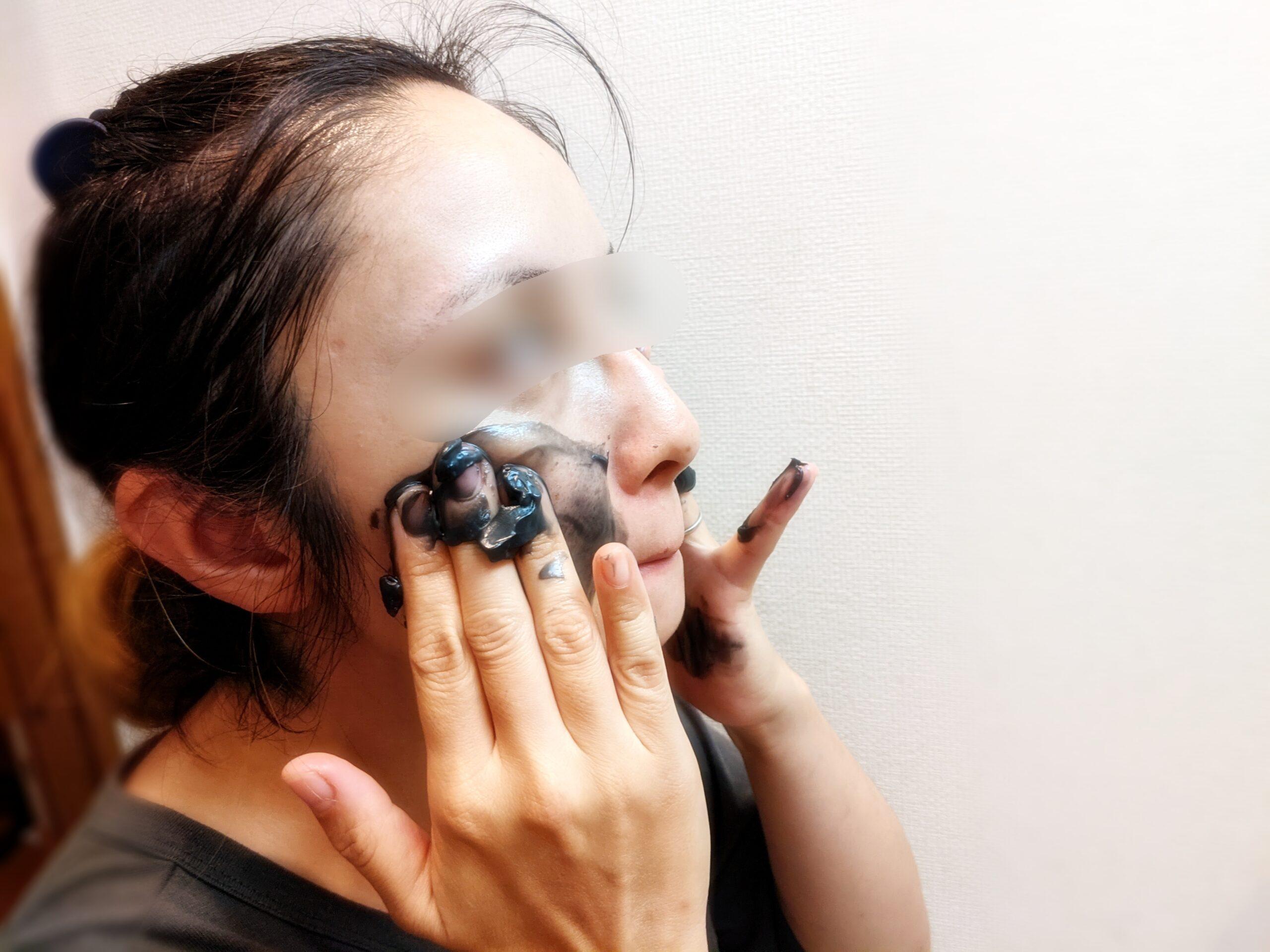 いちご鼻にDUOの使い方②顔に馴染ませる